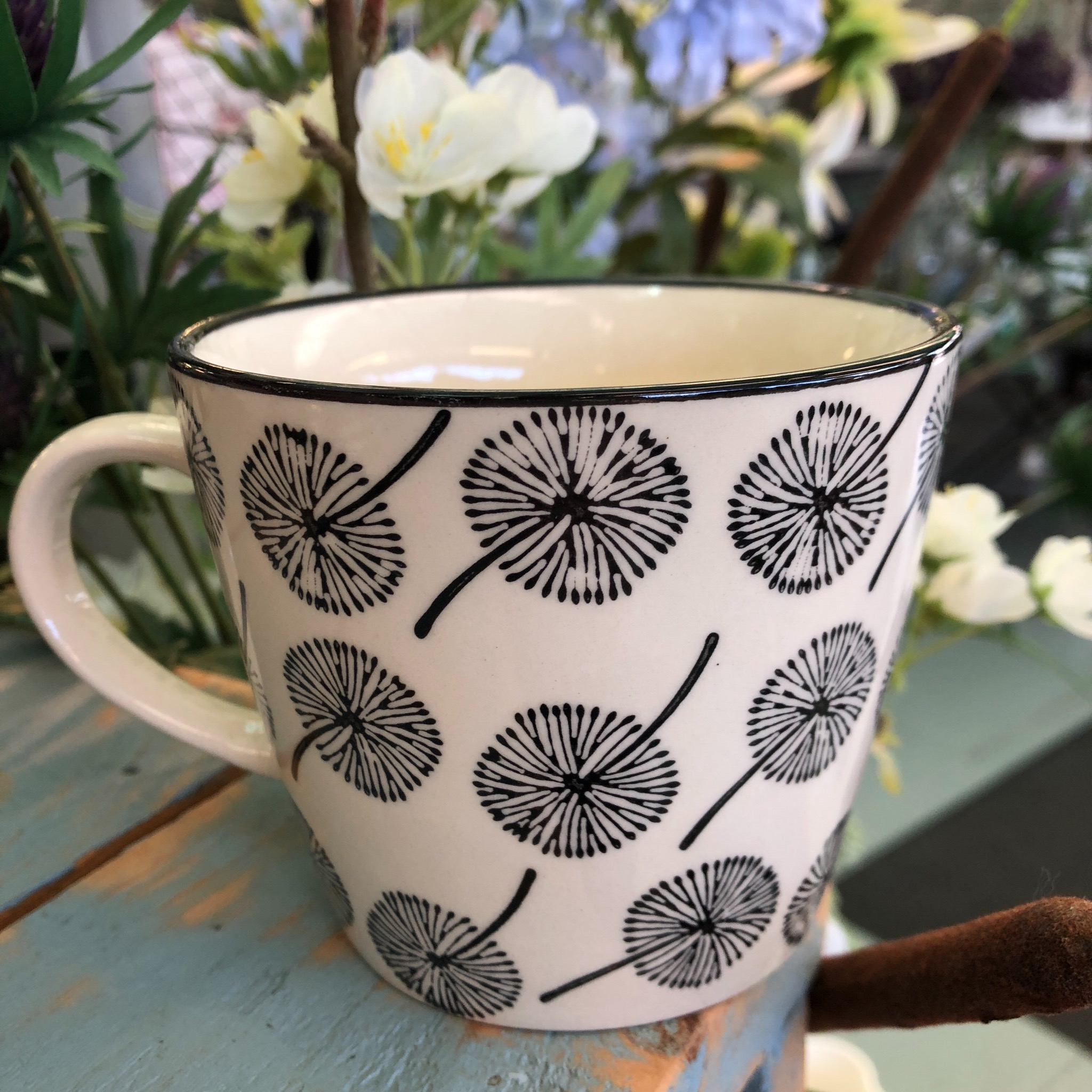 Picture of Gisela Graham Dandelion Ceramic Mug
