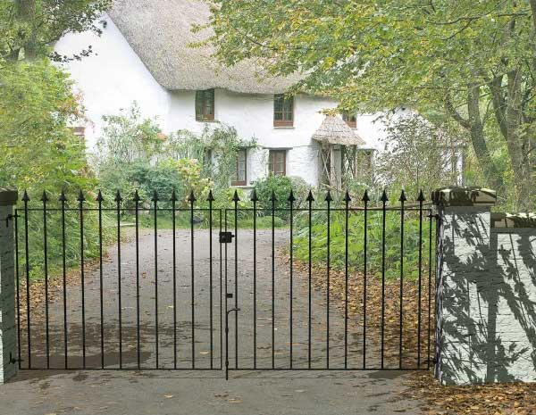 Picture of Grange Set of Montford 'Spear Top' Double Gates 3000-3080